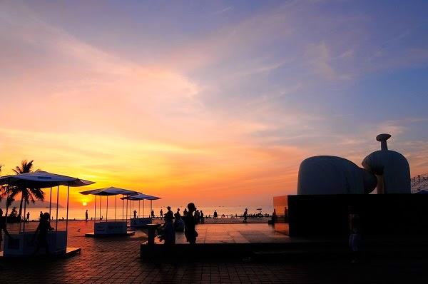 Đi dạo thảnh thơi ở công viên Biển Đông