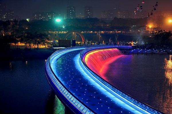 Cây cầu ánh sáng nổi bật của Sài Gòn