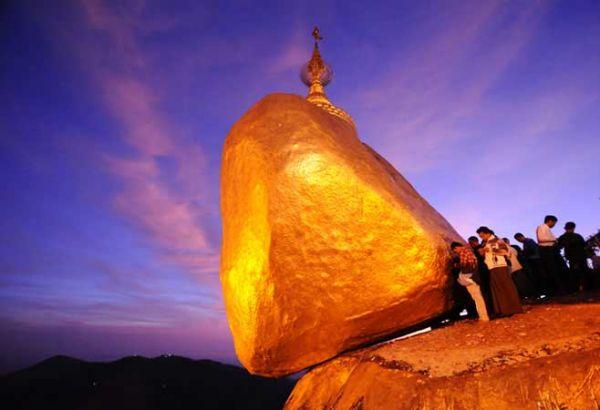 Hòn đá vàng Golden Rock