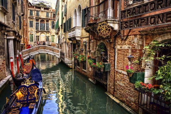 Vé máy bay đi Italia giá rẻ chỉ từ 345 USD/chiều