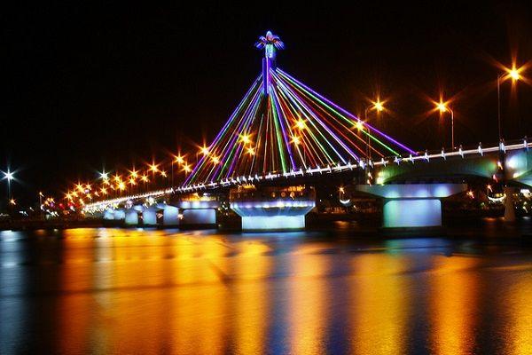 Đà Nẵng và ánh sáng của những cây cầu