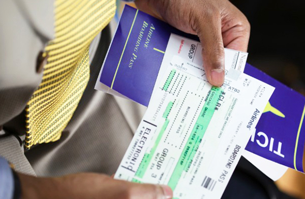Giấy tờ cá nhân và vé máy bay